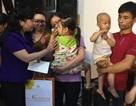 Bộ trưởng Y tế tặng quà cho bệnh nhi ung thư
