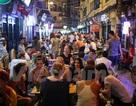 Hà Nội: Các hộ kinh doanh hờ hững với việc bán hàng đến 2 giờ sáng