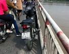 Nam thanh niên nhảy cầu Chương Dương tự tử, bỏ lại xe máy
