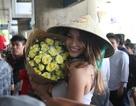 Cô gái nóng bỏng nhất mạng xã hội tự tin khoe dáng trong chuyến du lịch tới Việt Nam
