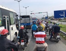 Người lao động rồng rắn nối đuôi nhau đổ về Sài Gòn