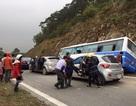 Hà Nội: Xe chở 42 người đâm vào vách núi, 1 người tử vong