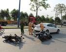 Nữ tài xế lái ô tô tông hàng loạt xe máy, 4 người trọng thương