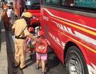 CSGT dỗ dành 40 trẻ mầm non sau sự cố tai nạn