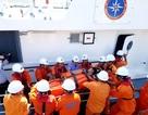Vượt 400km, 2 ngư dân ốm nặng trên biển đã cập bờ an toàn