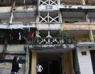 Khu nhà ở Thủ đô nứt toác, nghiêng ngả, chống đỡ bằng khung sắt
