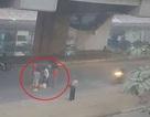 Người đàn ông nghi rơi từ nhà ga đường sắt trên cao xuống đường
