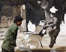 Họa sĩ Hàn Quốc bắt đầu vẽ tranh trên vòm cầu phố Phùng Hưng