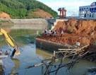Vụ sập cầu 3 người mất tích: Ngăn dòng nước tìm kiếm nạn nhân
