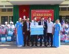 Trao quà ngày khai trường: Fubon Life Việt Nam cùng trẻ em nghèo vượt khó