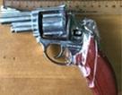 Sử dụng súng tự chế bắn gây thương tích Phó đội trưởng Đội Cảnh sát hình sự