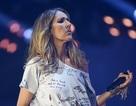 Celine Dion vô tình mặc áo phông in từ nhạy cảm lên sân khấu