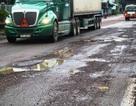 """Quốc lộ 1 """"biến dạng"""" sau mưa lớn, người dân đối mặt hiểm họa tai nạn giao thông"""