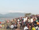 Du khách nườm nượp kéo về, các bãi biển ở Hà Tĩnh quá tải