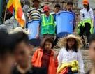 Nhọc nhằn nghề gánh rác nơi lưng chừng trời Yên Tử