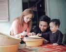 Khánh Thi – Phan Hiển dắt con trai về quê gói bánh chưng, đón Tết