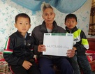 Gần 45 triệu đồng tiếp tục đến với hai đứa trẻ bị bố mẹ bỏ rơi, bà nội qua đời