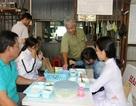 Phó trưởng công an huyện về hưu, nấu cơm, khám bệnh… miễn phí cho người nghèo