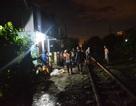 Ngồi thất thần giữa đường ray, người đàn ông bị tàu tông chết