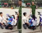 Tranh cãi chàng trai quỳ gối xin tha xe vi phạm luật giao thông cho bạn gái