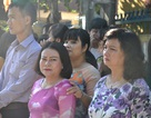 Giáo viên, học trò khóc tiễn đưa cô giáo trong ngày lễ khai giảng
