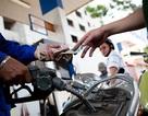 Thêm cây xăng bị xử phạt vì tự ý tăng giá sau bão