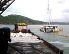 Trục vớt hàng trong con tàu bị chìm ở biển Quy Nhơn