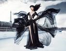 Siêu mẫu Việt biến tàu kính khổng lồ thành sàn diễn thời trang
