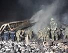 Vụ cháy cơ sở bánh kẹo: Dập lửa xuyên đêm, phát hiện thêm một thi thể