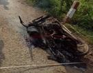 Phát hiện người đàn ông chết cháy bên cạnh xe máy