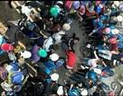 Hai nhóm nữ sinh đánh nhau dữ dội trong tiếng hò reo của hàng chục bạn bè