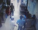Người nhà bệnh nhân lao vào bóp cổ, đánh bảo vệ bệnh viện