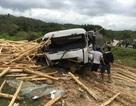 Vợ chết chồng nguy kịch sau cú tông với xe tải chở gỗ