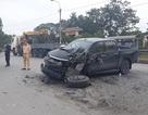 Hai ô tô tông trực diện, xe bán tải nát bét đầu
