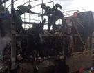 Xe chở hàng cho hội chợ bất ngờ bốc cháy