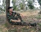 Thú vị chàng học viên quân sự chơi nhạc Sơn Tùng M-TP bằng bút bi