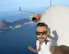 """Lật tẩy bộ ảnh selfie """"gây sốc"""" khi thực hiện bên ngoài cửa kính máy bay"""