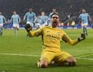 Thủ thành Bravo tỏa sáng, Man City vượt qua Leicester