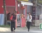 Hà Nội: Rộ quầy bánh trung thu trên vỉa hè đẩy người đi bộ xuống lòng đường