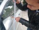 Vụ buýt nhanh vỡ kính: Gương xe con có đủ cao để làm vỡ kính xe buýt?