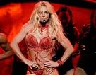 """Đang hát """"Crazy"""", Britney Spears hoảng sợ vì bị fan quấy nhiễu"""