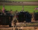 Quân đội Mỹ diễu hành rầm rập gần thành phố Manbij