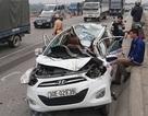 """Hà Nội: Taxi bị """"vò nát"""" trên cầu Thanh Trì, 3 người thoát chết"""