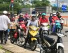 """Né CSGT, nhiều xe máy """"xếp hàng"""" trước cửa hầm Thủ Thiêm"""
