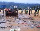 """Bão """"ném"""" 800 tấn rác vào bãi biển Quy Nhơn"""