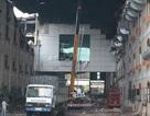 Vụ cháy kéo dài 5 ngày: Hối hả đập tường cứu máy móc