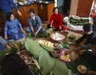 Cảnh gia đình Hà Nội ba thế hệ đầm ấm bên nồi bánh chưng Tết