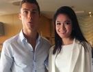 Danh thủ Cristiano Ronaldo ôm eo Á hậu Thuỳ Dung