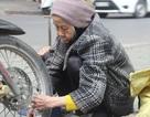 Cụ bà 88 tuổi vẫn sửa xe, chống đẩy mỗi ngày
