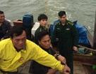 Cứu sống 8 ngư dân gặp nạn trên biển